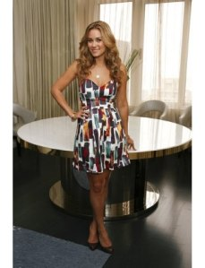 http://www.luckymag.com/blogs/luckyrightnow/2012/06/our-20-favorite-lauren-conrad-outfits-to-date-in-honor-of-laguna-beach-and-the-hills-summer-return#/slide=1