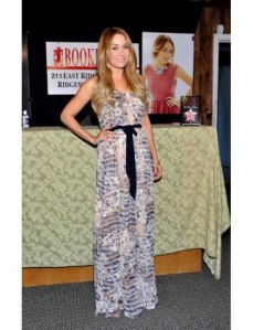 http://www.luckymag.com/blogs/luckyrightnow/2012/06/our-20-favorite-lauren-conrad-outfits-to-date-in-honor-of-laguna-beach-and-the-hills-summer-return#/slide=20
